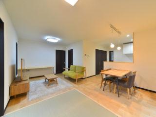 畳スペースやスタディスペースのある憩いのリビング