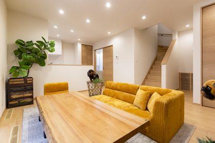 まったり床で暮らすスタイルのお家
